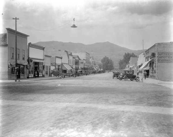 Paonia town scene 1900-600x474